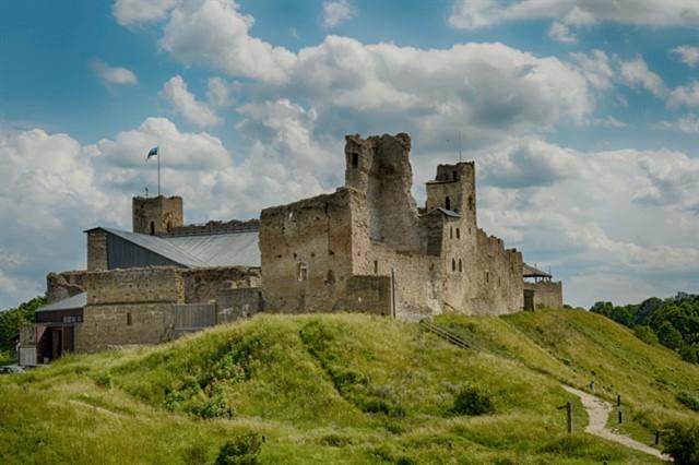 История и описание средневекового замка в Раквере в Эстонии. Как к нему добраться? - Путешествуем по Эстонии